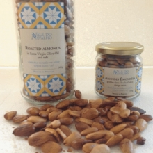 Roasted almonds with sugar and cinnamon